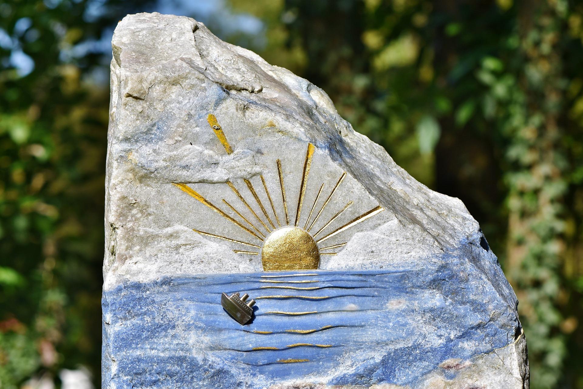 tombstone-3711580_1920